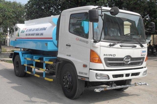 xe phun nước rửa đường