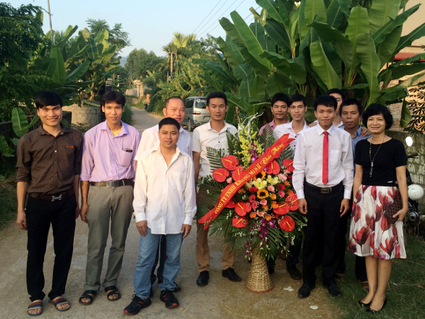 công đoàn tặng hoa ngày hạnh phúc cho Mr Công