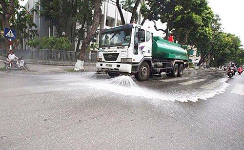xe tưới nước rửa đường