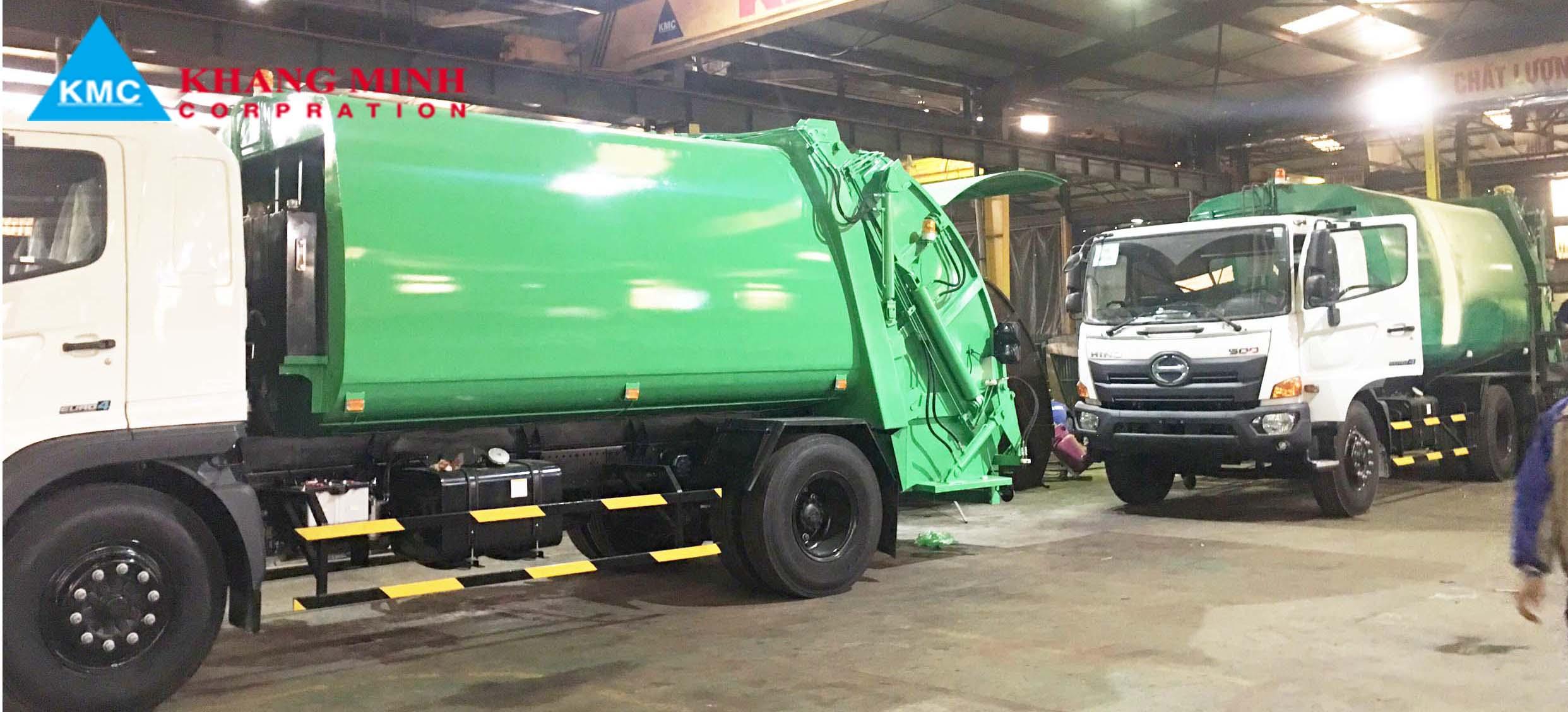 Lô xe ép rác tại xưởng Khang Minh